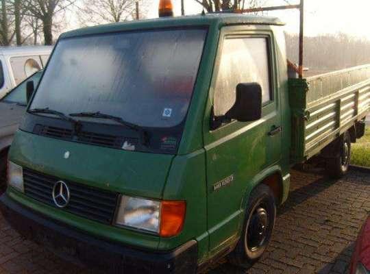 Mercedes-Benz 100 (631)