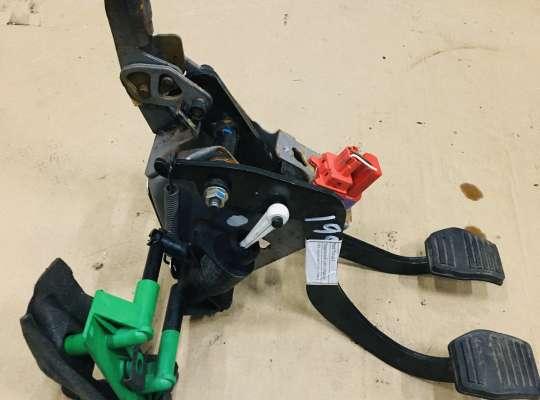 купить Педальный узел (педаль) на Ford Focus I