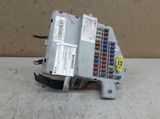 купить Блок предохранителей на Kia Carens III