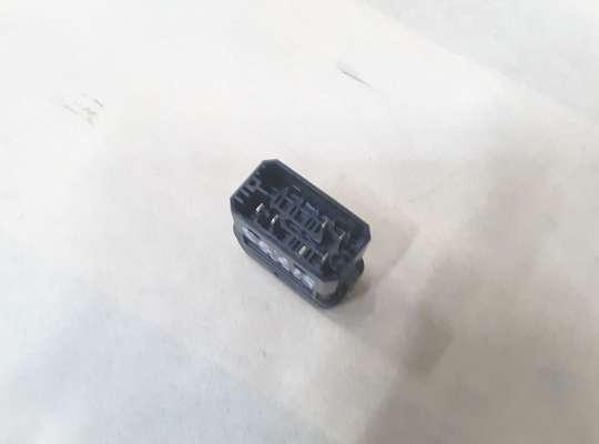 купить Выключатель использования остаточного тепла двигателя на Mercedes-Benz Vito (W638)