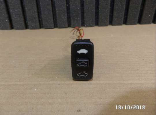 купить кнопка управления люком на Honda CR-V II (RD_)