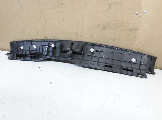купить Накладка задней панели багажника на Toyota Avensis II