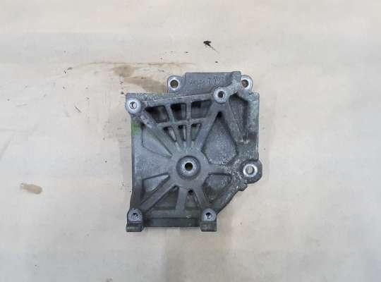 купить Кронштейн компрессора кондиционера на Mitsubishi Grandis
