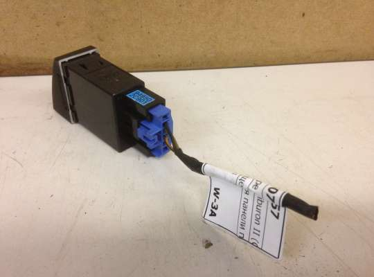 купить Кнопка освещения панели приборов на Hyundai Coupe / Tiburon II (GK)