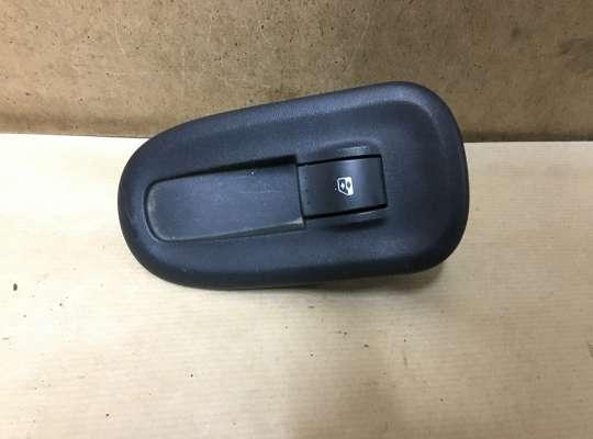 купить Кнопки стеклоподъемника на Renault Master III