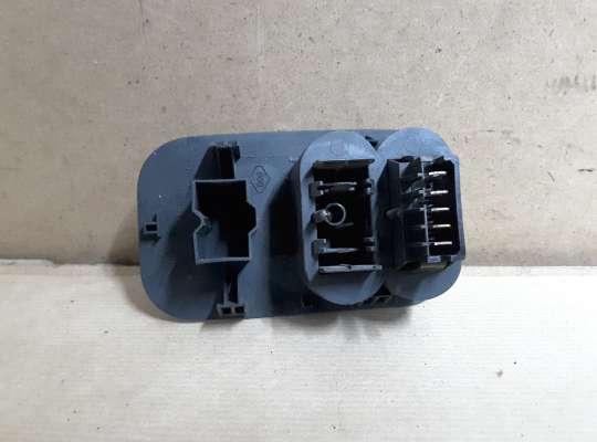 купить Кнопка обогрева заднего стекла на Renault Kangoo I (KC_)