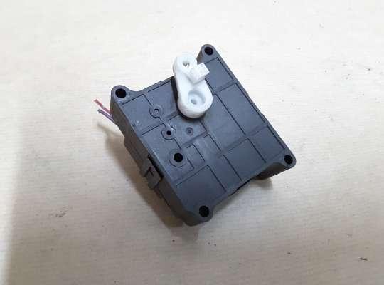 купить Моторчик привода заслонки отопителя на Mitsubishi Carisma