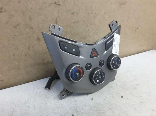 купить Блок управления печкой на Chevrolet Aveo II (T300)