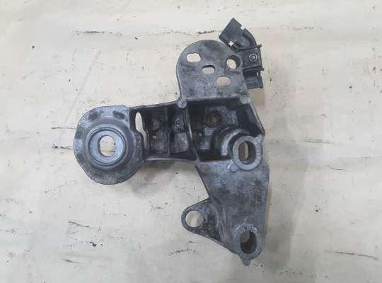 купить Кронштейн двигателя правый на Volkswagen Passat B5 (3B)