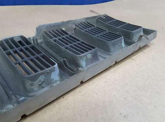 купить Решетка радиатора на Jeep Grand Cherokee I (ZJ)