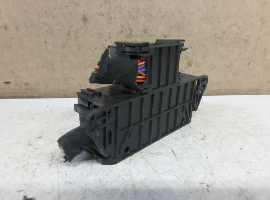 купить Блок предохранителей на Kia Carens I/II