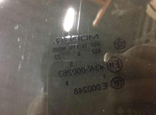 купить Стекло боковое двери на Chrysler 300C I (LX)