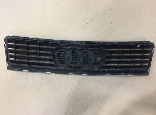 купить Решетка радиатора на Audi A6 (C5)