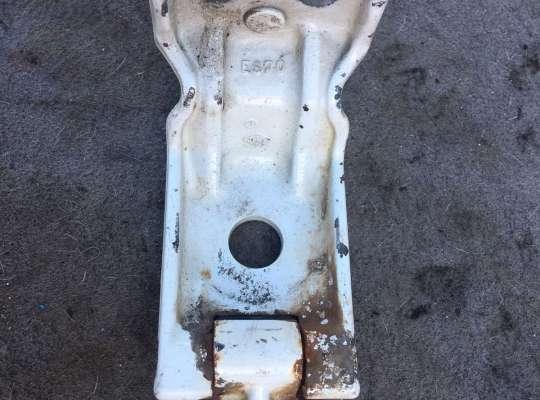 купить Петля двери на Renault Master III