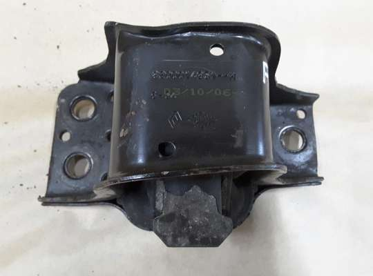 купить Опора двигателя правая на Renault Megane II