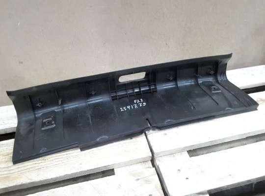 купить Накладка замка багажника (накладка задней панели багажника) на Peugeot 206