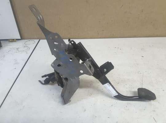 купить Педальный узел (педаль) на Mazda 3 I (BK)