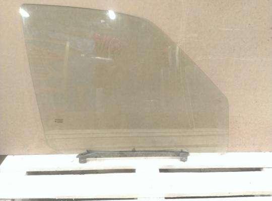 Стекло боковое двери на SsangYong Musso FJ