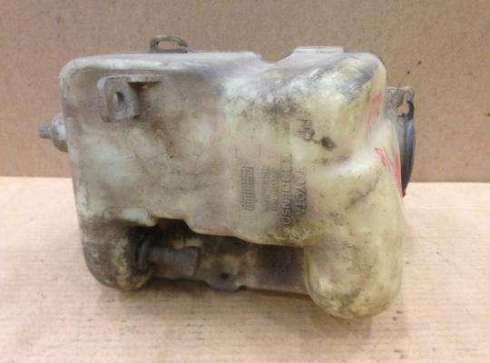 Бачок омывателя на Toyota Carina E T19